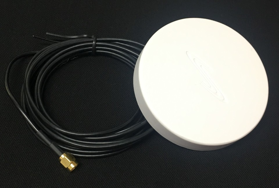 Puck Antenna for Broadband